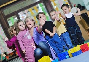Kindergruppe mit Betreuerin
